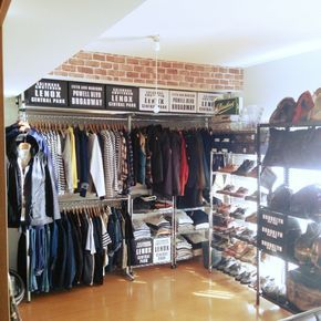 RRRLさんの、服の収納,靴の収納,洋服収納,男前インテリア,レンガ壁紙,ヴィンテージ,メンズ部屋,デイスプレイ棚,アメカジ,ショップ風,セリア新商品,100均,セリア,壁/天井,のお部屋写真