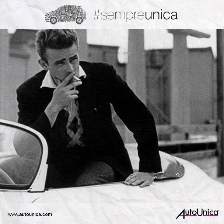 James Dean e la Porsche Spyder 550. Nell'intera storia del cinema, non esiste immagine più iconica dell'attore a bordo della sua auto... #sempreunica