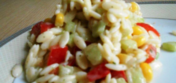 sałatka z makaronem ryżowym i kurczakiem - main