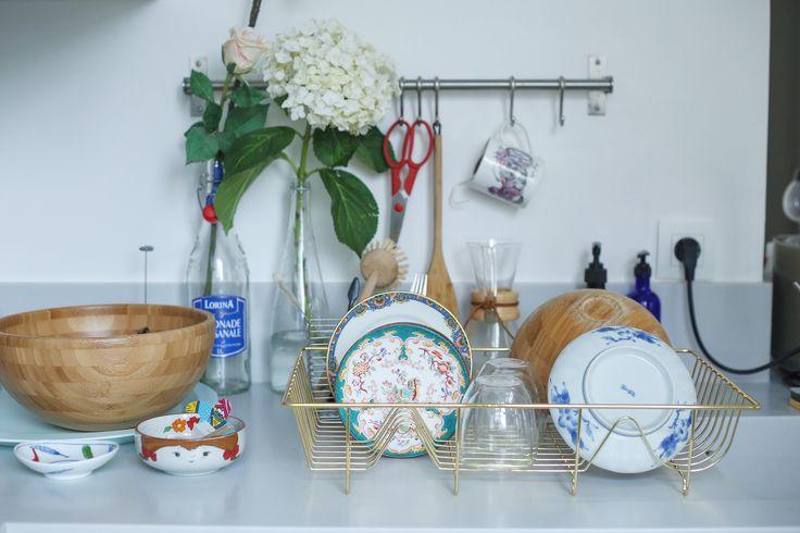 Open kitchen, Une Fille aux Cheveux Noirs' Paris based apartment.