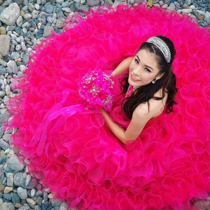#pink #dress #girl #mexican #crown #happy #stone #strobist  #ramo #xv #sesion #photoshoot