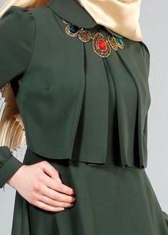 T 2153 Tuay Pelerinli Bebe Yaka Elbise - HAKİ - Trend Tesettür