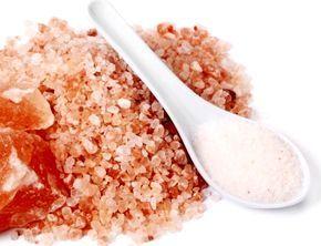Los beneficios extraordinarios de la sal rosa del Himalaya - http://www.puntofape.com/los-beneficios-extraordinarios-la-sal-rosa-del-himalaya-26667/ Extraída de las rocas salinas que datan de millones de años, la sal rosa del Himalaya se ha oxidado al contacto del hierro presente bajo tierra, lo que explica su color tan característico. Hoy en día, la sal se extrae de la mina de Khewra, a unos 500 metros de profundidad en forma de bloques. La ...
