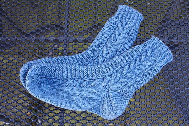Hier ist meine nächste Sockenanleitung für euch. Falls ihr Fehler entdeckt, dann meldet euch bitte.