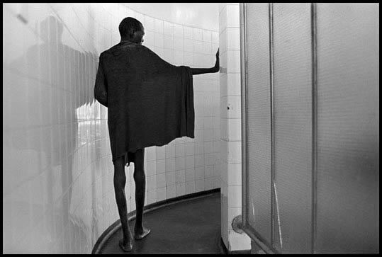 Zimbabwe, 2000 - In a tuberculosis ward where the great majority of the patients suffer from AIDS.