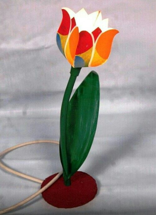 I made this tulipe lamp from edited paper, plastic pipe, plastic sheet and recycling paper