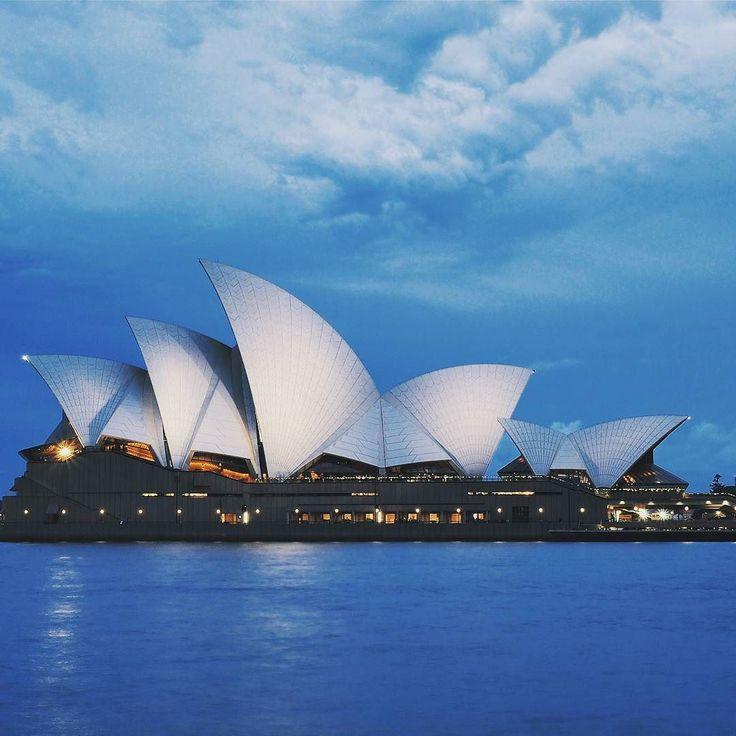 By raw_kkim: SydneyOpera House  실시간. Real Time.  #Sydney#OperaHouse#landscape#풍경#오페라하우스#시드니#홀로여행중#호주#호주여행#자유여행#내일투어#금까기#트레저헌터#생생특파원#naeiltour#australia#tourismaustralia#treasurehunter#vividtraveller #landscape #contratahotel