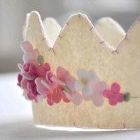 felt crown...how fun....and relatively easy to create!Diy Ideas, Parties Hats, Felt Crowns, Birthday Parties, Birthday Crowns, Princesses Crowns, Pink Rose, Flower, Floral Crowns