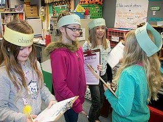 Woordenschat -  alle kinderen hebben een woord op hun 'hoed'. Ze lopen door de klas en proberen er d.m.v. vragen stellen achter te komen welk woord zij hebben.