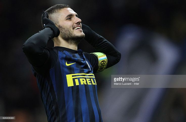 Mauro Icardi of FC Internazionale celebrates after scoring the third goal during the Serie A match between FC Internazionale and ACF Fiorentina at Stadio Giuseppe Meazza on November 28, 2016 in Milan, Italy.