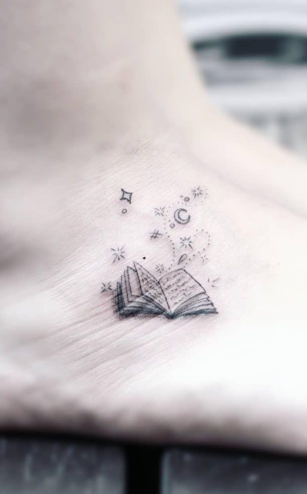Ehrfurcht gebietende Büchertattoos für Literaturliebhaber – Tattoo ideen – #…, #Bücherta…