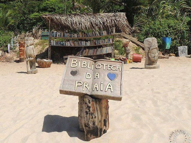 It began in 2011, it was a wooden stool with 3 books and the idea of ​​the creators Rodrigo César Axé and Beron was to promote the reading in the beach and the exchange of books. Today we have more than 2000 titles, in the most varied literary styles and in the most varied languages.   location in Praia da Pipa, RN. Brazil