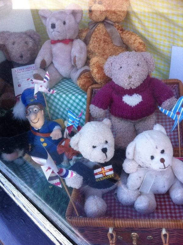This #PinkSheep in Castleton has plenty of friends :-) Thanks for sharing Carolyn @LibbyButlers!