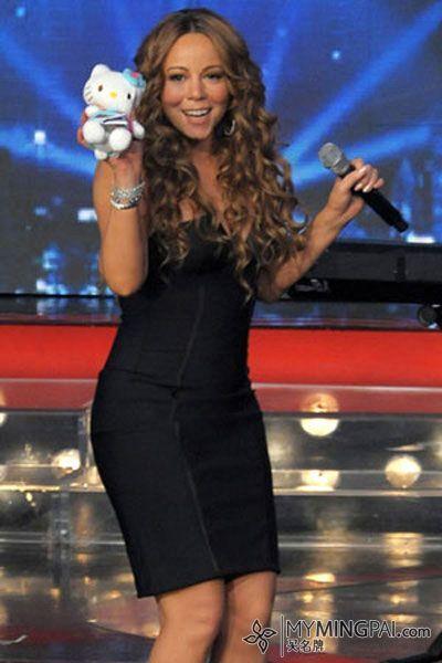Mariah Carey with Hello Kitty plush soft toy