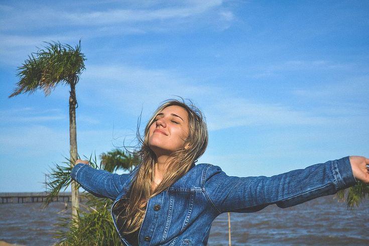 Grenzen aangeven is lastig. Hoe doe je dit? Coach Carianne Ros - van Dok geeft drie tips hoe je goed je grenzen kan aangeven en je daarvan gelukkig wordt.