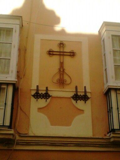 Cruz en la calle Sagasta