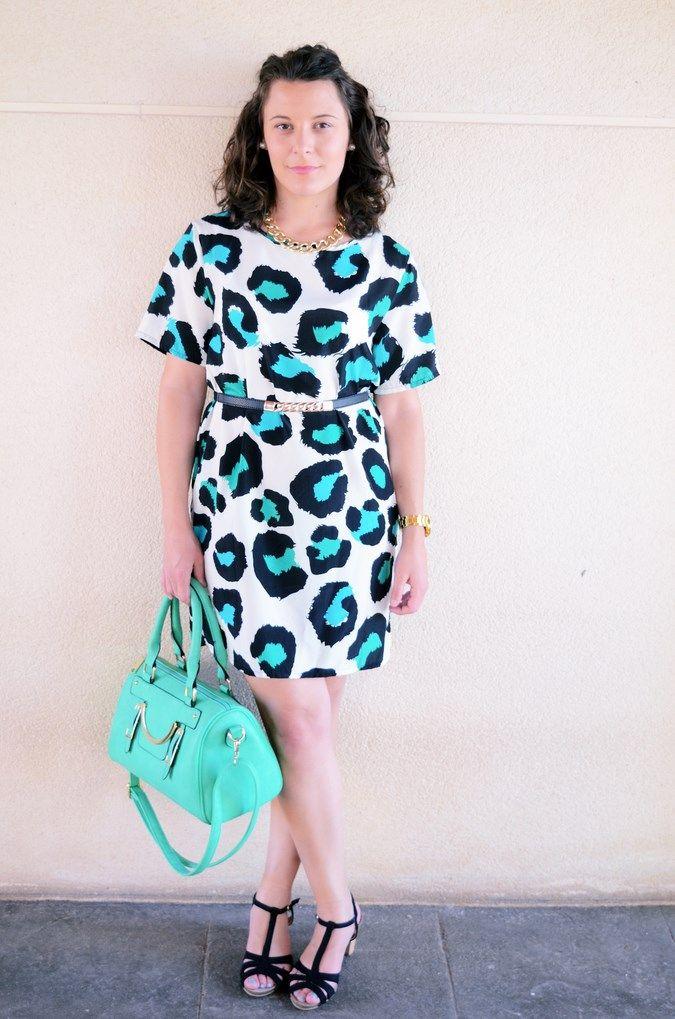 Mi Vestido Azul  Fashion Blogger   Green animal print   http://mivestidoazul.com