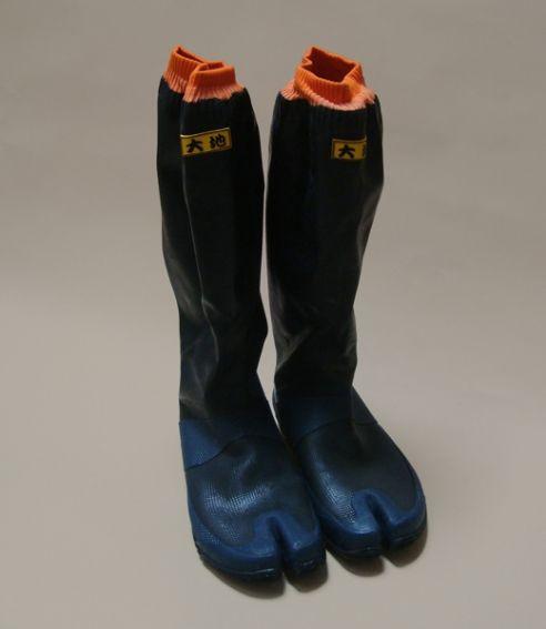 Rubber jika-tabi gardening boots