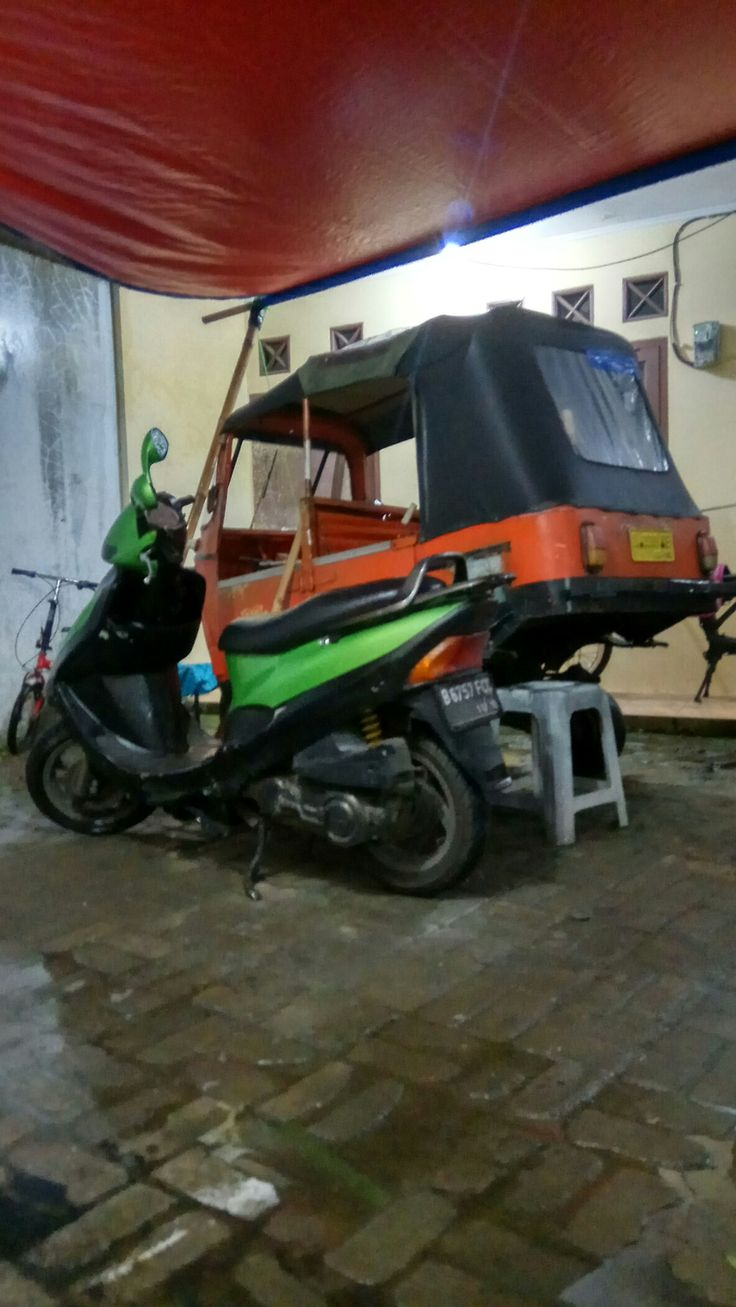 My Kymco Scoteer and our original Bajaj Ape Rickshaw (indonesian Version)