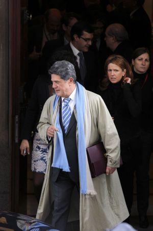 El político español Federico Trillo (PP) será juzgado por acoso laboral a una ex-secretaria de la Embajada en Londres, que reclama la nulidad de su despido y 30.000 euros de indemnización.