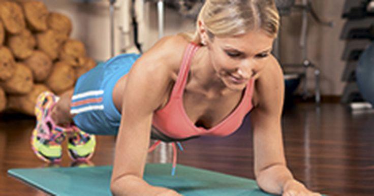 В мире фитнеса планка – уже классика жанра и одно из самых эффективных упражнений для пресса. Но фокус в том, что вместе с мышцами кора ты будешь задействовать еще мышцы плечевого пояса, бедер и ягодиц. Это упражнение работает на все сто, поверь, т