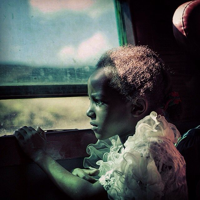 In the train #madagascar #africa #everydayafrica #train #trip #travel #littlegirl #portrait #reportage #photojournalism #window #latergram