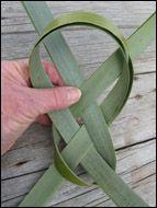 weaving a flax fantail step 7