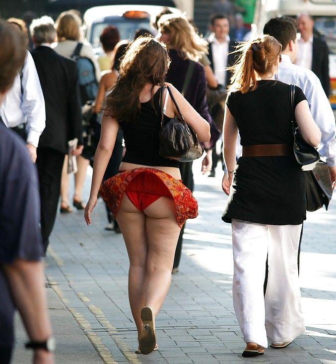 plage erotique sous les mini jupes