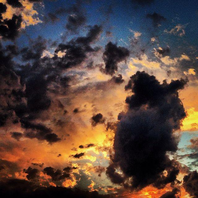 Batallas en el cielo by José Manuel_, via Flickr