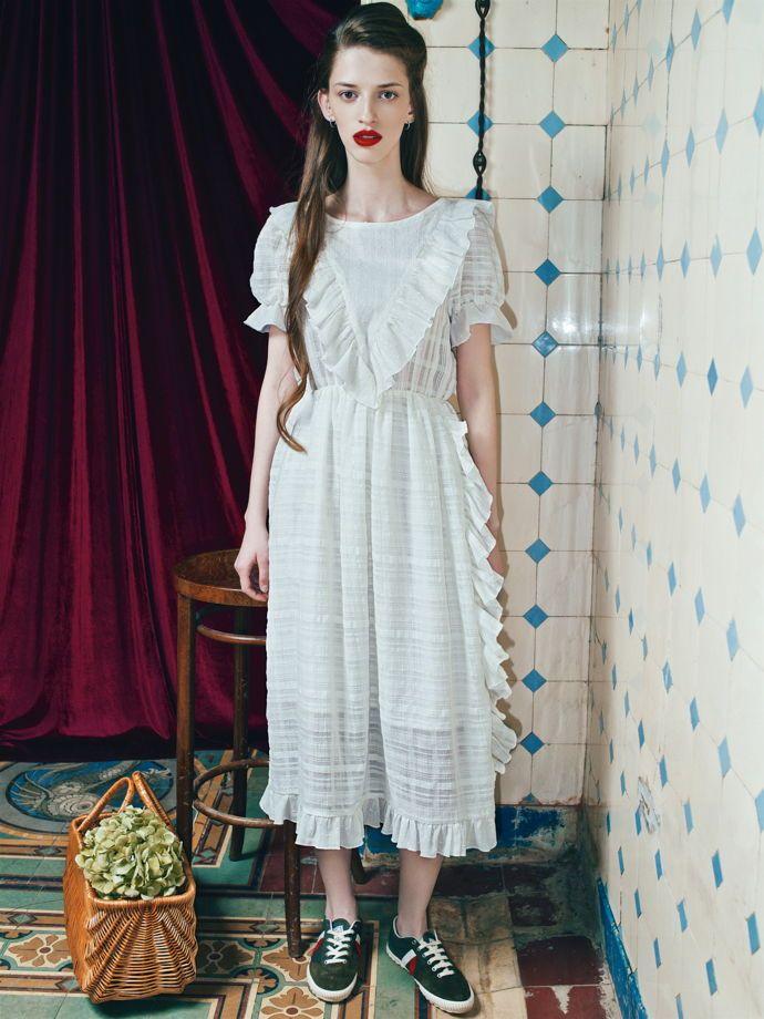 Белое хлопковое платье с коротким рукавом
