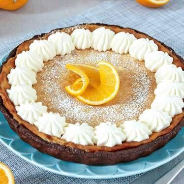 Apelsin- och chokladpaj med grädde och färsk apelsin