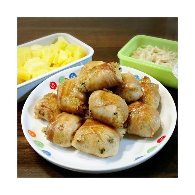 先週二引き続き明日?今日?もお花見なので今回は手作り! #肉巻きおにぎり #もやしナムル #パイナップル #あま~い #お花見 #料理 #肉 #美味 #果実 #韓国料理 #もやし #ナムル #cherryblossom #桜 #picnic #cooking #happy #smile #pineapple #pork #delicious #onigiri #obento