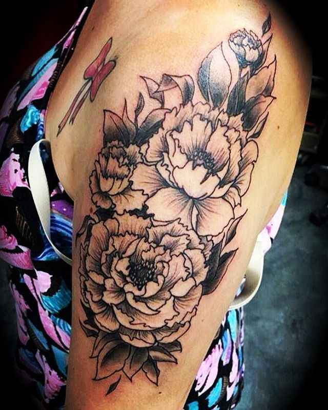 #anstich #tattoo #тату #pfingstrosen #peonies #пионы #regensburg #carbonblack #ink #inked #ink