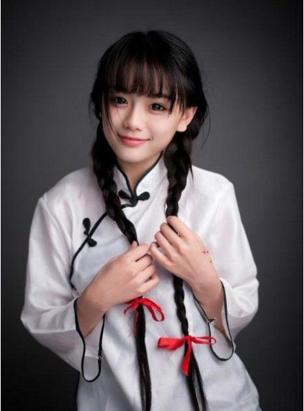 Lou Xiaomeng, 21, Becomes Chinas Online Icon For Her -1556