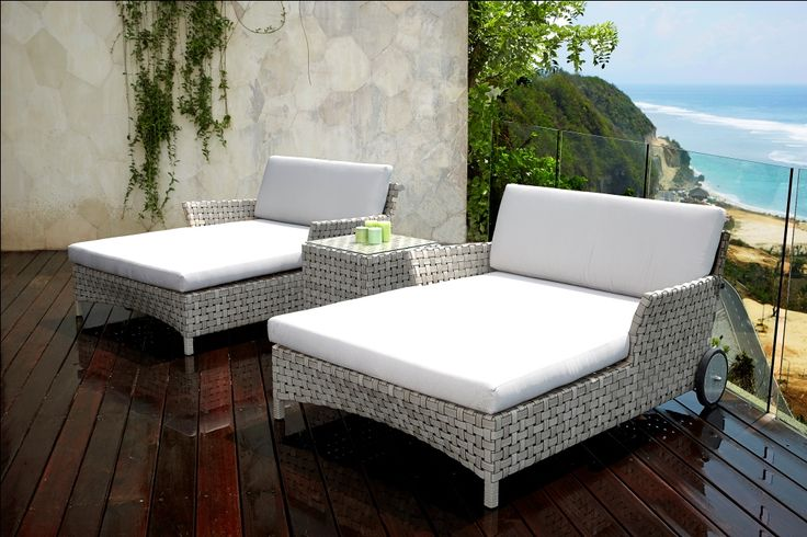 Cielo Daybed, Made from grey rattan woven into the perfect relaxing daybed covered in comfy white cushions. #OutdoorDaybed #GardenDaybed #CommercialDaybed #GreyRattanDaybed #SkylineDaybeds #OutdoorGreyRattanDaybeds #RattanGardenFurniture
