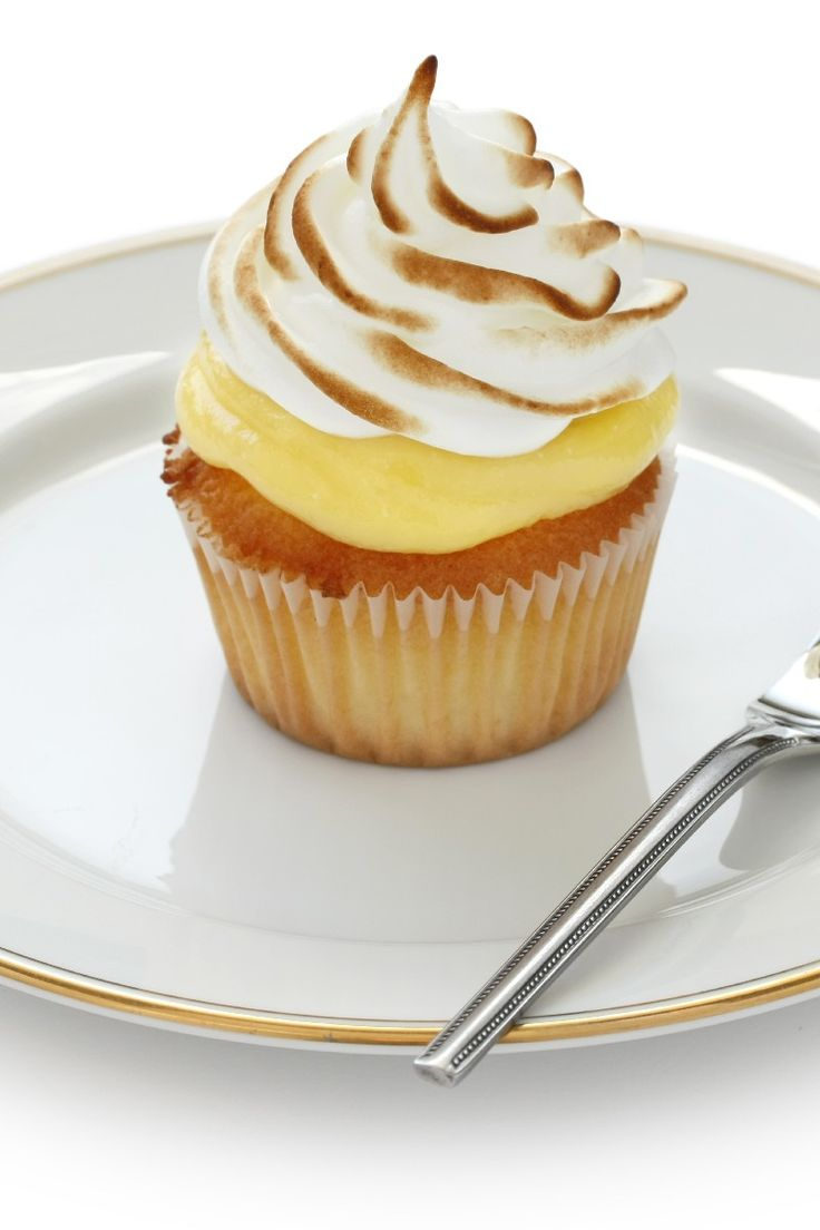 Bek's Lemon Meringue Tea Cakes - #Cupcakes #Recipe