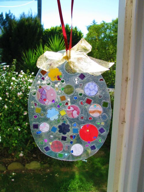 A super easy Easter craft for young children and a lovely decoration