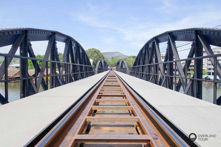 """Die Geschichte der Brücke am Kwai und der Death Railway gehören zusammenDie Brücke über den KwaiVon der Brücke am Kwai hast du schon gehört, oder was gesehen! Der gleichnamige Film """"Die Brücke am Kwai"""" läuft des Öfteren im Fernsehen und macht die Brücke in Kanchanaburi erst richtig bekannt. Natürlich ist ..."""