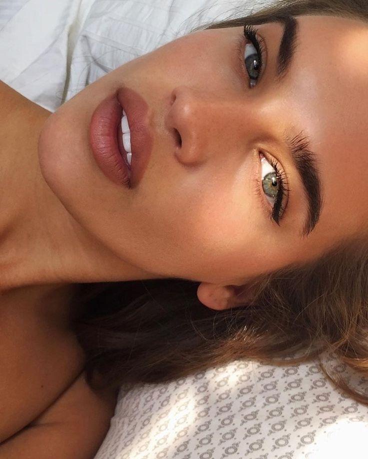 Subtle eyeliner wing with natural makeup