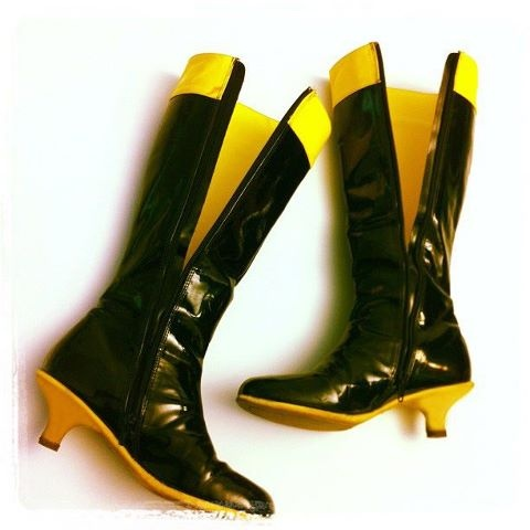 Stivali vintage da Paperinika gialli e neri! Vintage Super Daisy boots black & yellow by J&S Torino. Have a look...https://www.facebook.com/pages/JS-Vintage-Fashion/300501620016758