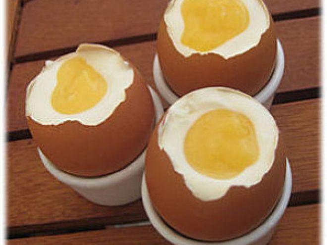 Recette Dessert : Oeufs à la coque au chocolat blanc et citron (lemon curd) pour pâques par Deliceslatins