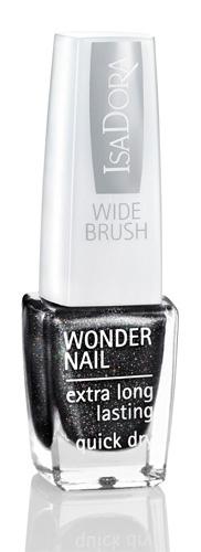 Black Galaxy från Isadora. Svart nagellack med diskret glitter. Tips - använd ett topplack över så syns glittret mer.