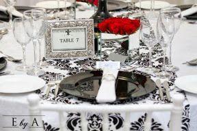 Mezcla de colores rojos, negro, blanco y plata para centro de mesas, ideas originales para bodas