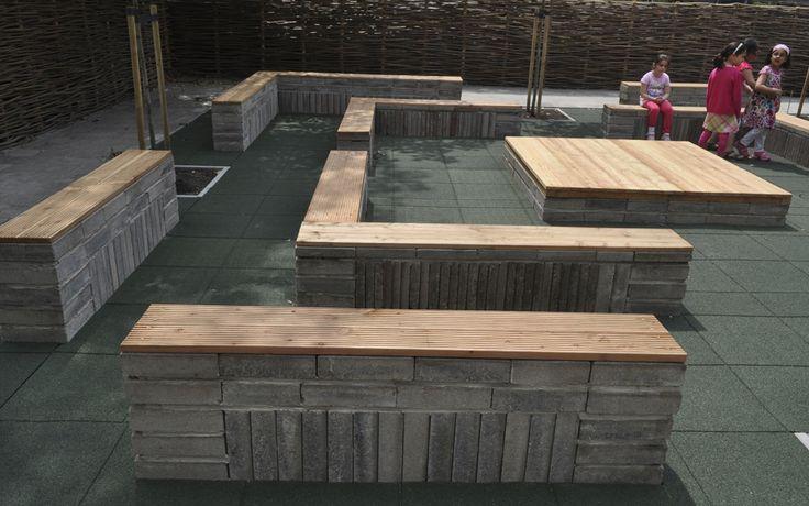 #hergebruik # schoolplein.De banken van het buitenlokaal zijn gemaakt van oude betontegels. Ton van Beek Buitenruimte & Architectuur