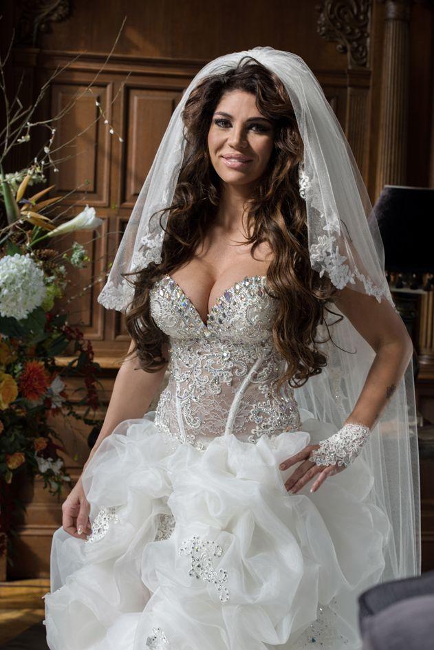 Deze trouwjurk is ontworpen door Ramona Poels van Koonings The Wedding Palace. #extravagant #exclusief #marriage #melisa #baljurk #koonings