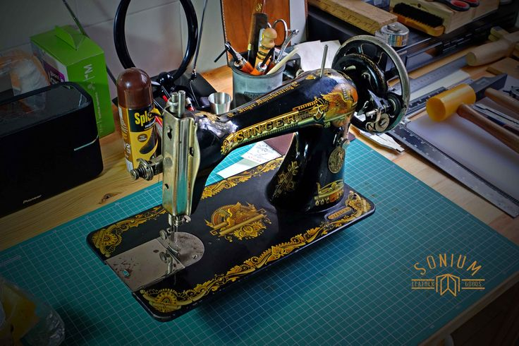 My new vintage SINGER sewing machine for bags to pack SONIUM leather goods. Only needs a maintenance, an electric motor and a wood base.