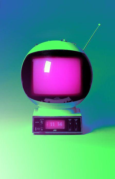 Ando buscando una tele  Roja  de los 60s principios 70 s ,  Quasar , con la imagen tengo o un norte de donde encontrarla ,segun yo asi se escribe la marca , saludos !