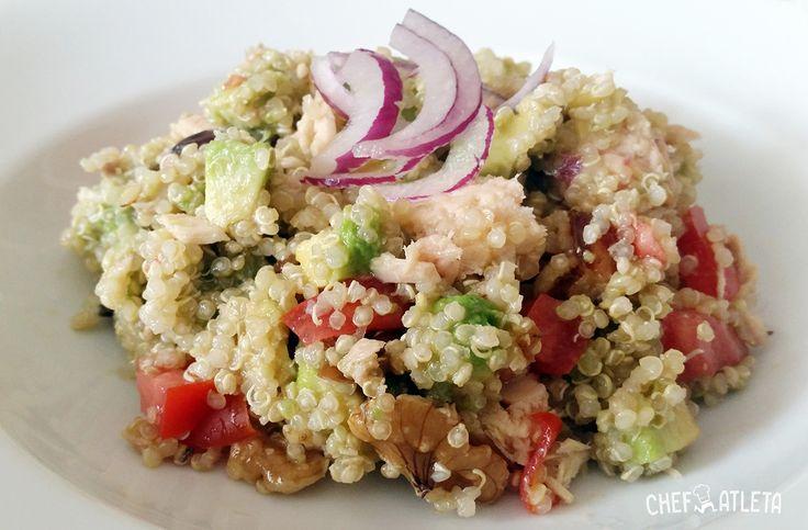 Receta de Ensalada de quinoa con atún y aguacate. Receta con quinoa muy rápida y sencilla de preparar, perfecta para corredores y deportistas.