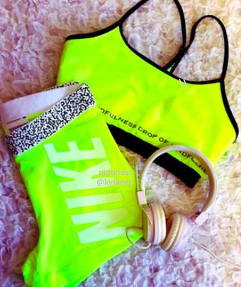 neon workout clothes are my favorite #fitspo