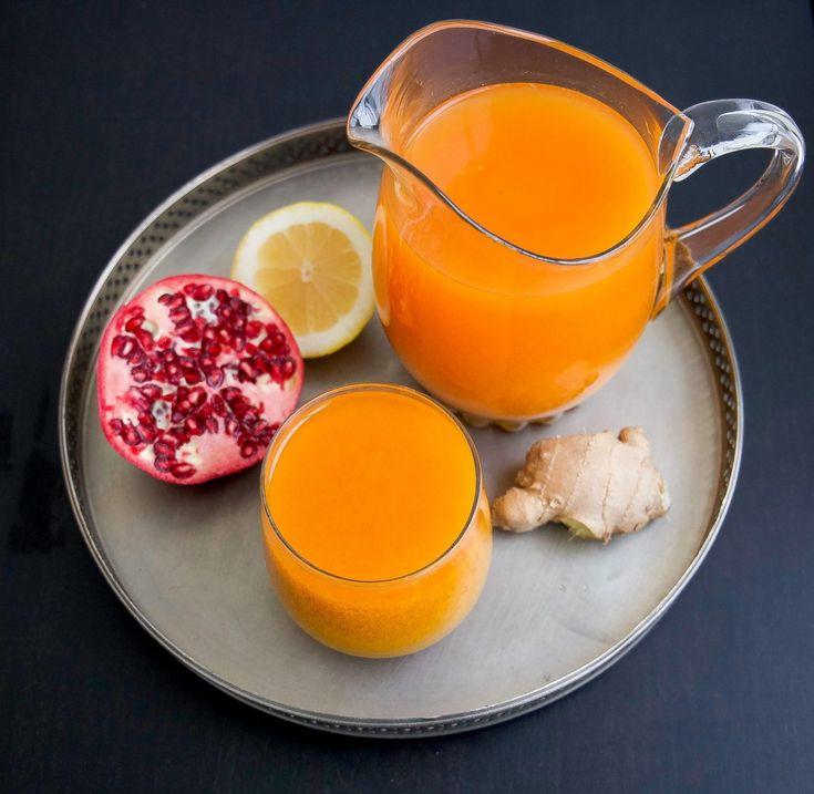 Boosta immunförsvaret och stärk kroppen med en drink som innehåller ingefära, citron, gurkmeja och granatäpple. Superkryddan gurkmeja som är full med antioxidanter sägs motverka inflammation och är bra mot ledbesvär. Jag tillsätter även granatäpple som är en av de mest antioxidant-rikaste frukterna. Ingefära, citron och honung är endunderkur motförkylning. En kombination av allt i en och samma drink gör susen för kroppen. Drinken är lika god att avnjutas kall som varm! Du kan själv…